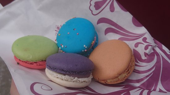 L'orchidee Macarons & Cakes: Watermelon, bubblegum, salted caramel and blueberry
