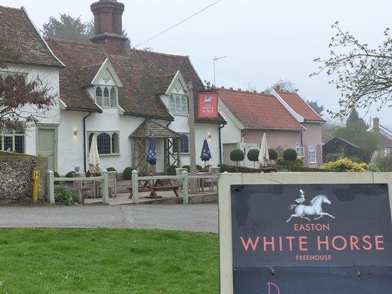 The White Horse照片