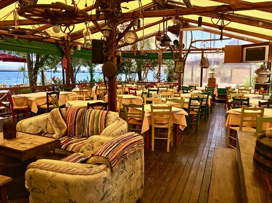 O Barba Sideris Taverna: Überdachte Speisesaal