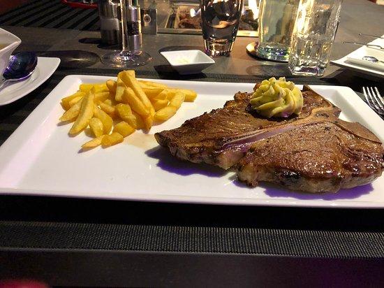 Junglinster, Luxembourg: Super leckeres T-Bone-Steak