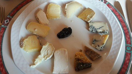 """Cravanzana, Italy: """"Orologio"""" di formaggi"""