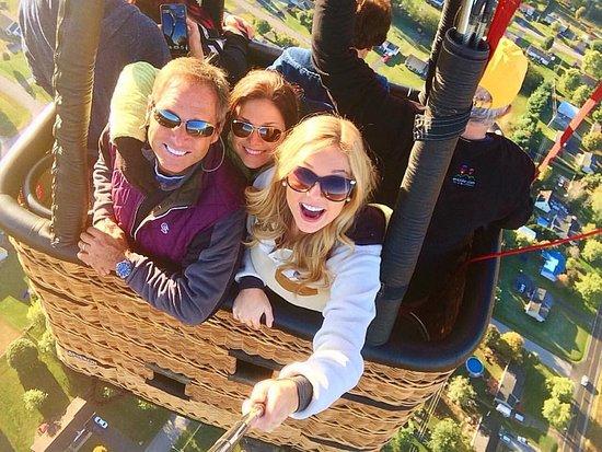 Bowling Green, Kentucky: My fun passengers in selfie mode.
