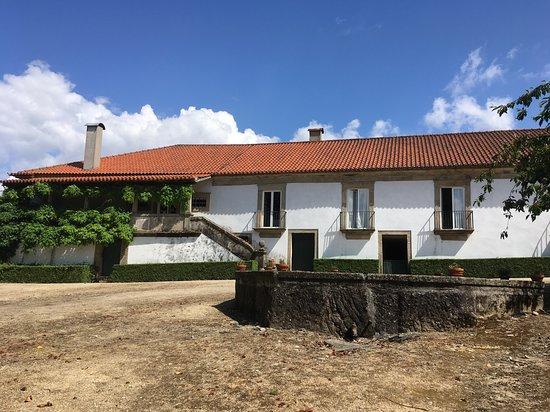 Vilarinho de Sao Romao, Portugal: Back of the property