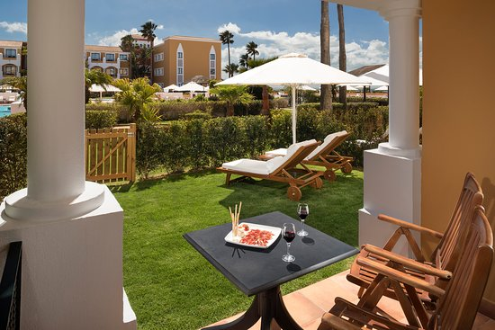 Gran Melia Sancti Petri: The level access to the main pool with private garden