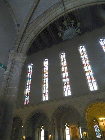 Chiesa di Santa Chiara: Interno, vetrate