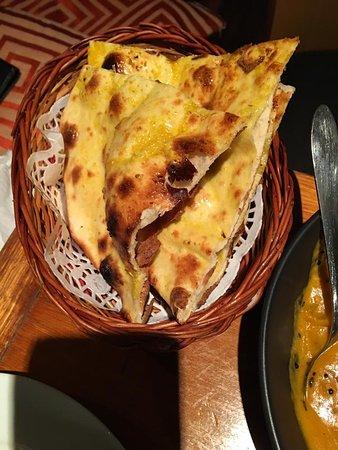 Indian Fusion Tapas Bar & Restaurant: garlic naan