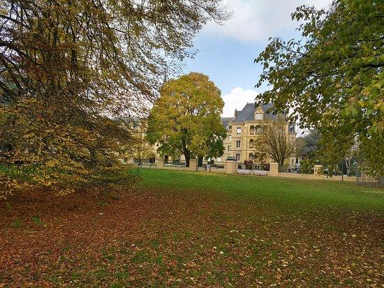 لكسمبورج, لكسمبورج: Praça linda no Outono em frente a Pescatore, J. P. Foundation