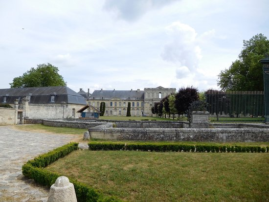 Chiry-Ourscamp, Frankrike: l'abbaye