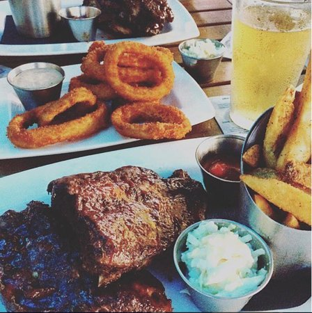 Bokamper's Sports Bar & Grill: The best food and drinks!