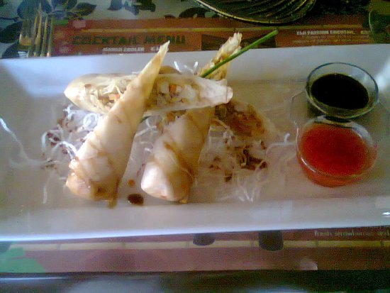 Fiji Polynesian Cuisine: Fiji Traditional Spring Rolls with chicken