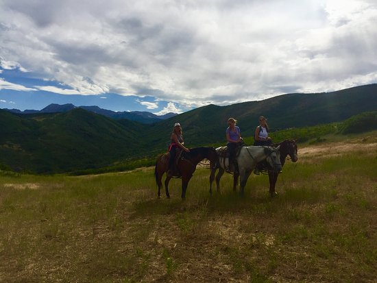 Rocky Mountain Outfitters: 3 city girls go horseback riding!