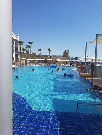 Pool Beach 104