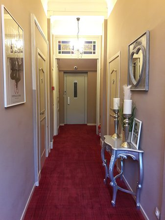 Couloir d\'entrée - Picture of Hotel Oxford, Cannes - TripAdvisor