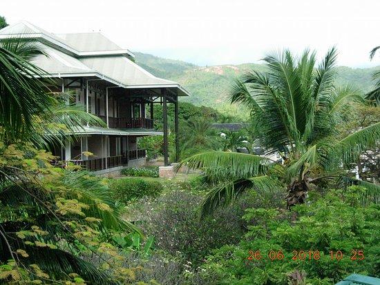 Au Cap, Seychelles: Large building with suites