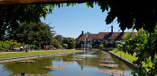 Wisley, UK: the main house & Jellico canal