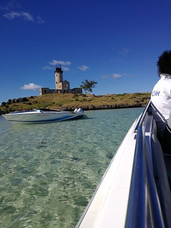 La Criee Ltee: Most Memorable speed boat trip to Ile aux Cerfs, via ile aux Fouquets lighthouse ruins. Fabulous