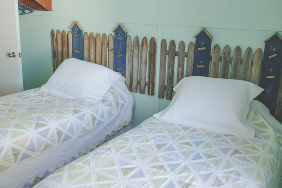Vienna, IL: Spring Room with 2 twin beds