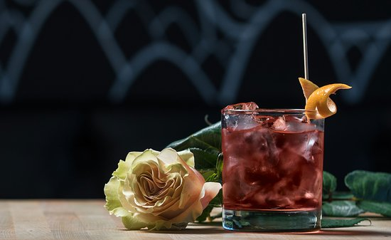 Les Enfants Terribles: ROSE NEGRONI Gin Dillon's Rose, Vermouth Bianco et Bitter Contratto