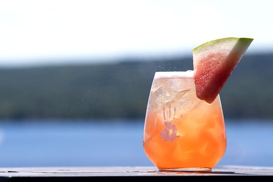 Les Enfants Terribles: SANGRIA TERRIBLES Vin rosé, vodka Absolut Lime, Midori, mousseux, sirop de vanille, melon d'eau