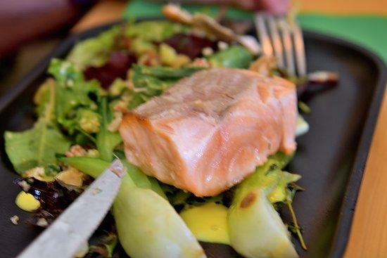 Anyukam Mondta: Salmon salad