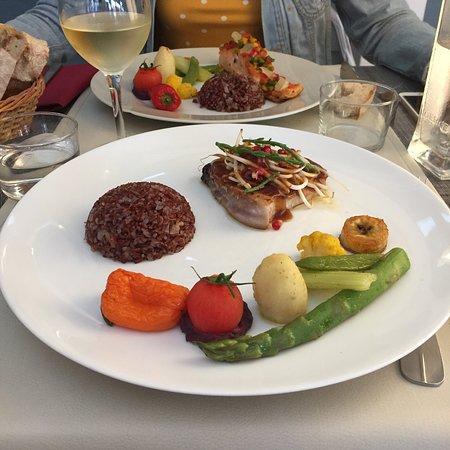 Montalivet, França: Thon mi cuit sésame et pavé de saumon