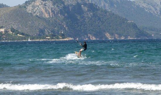 Kitesurfing Club Mallorca: La fortaleza Puerto Pollensa escuela de kitesurf en Mallorca en Julio