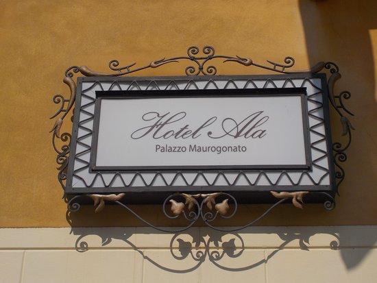 Hotel Ala: Palazzo Maurogonato