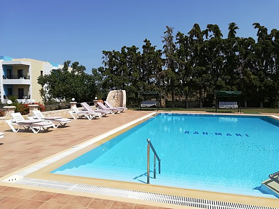 W Suites: Swimming pool
