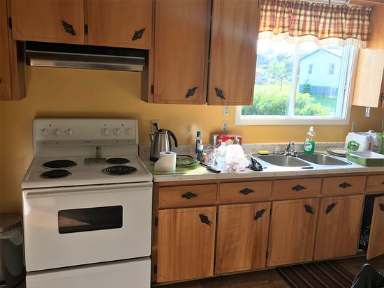 Eastport, Kanada: Kitchen was functional and well equipped
