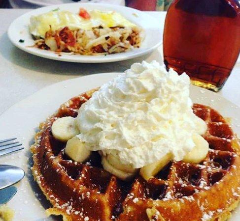 Samuel's Pancake House make Breakfast Special!