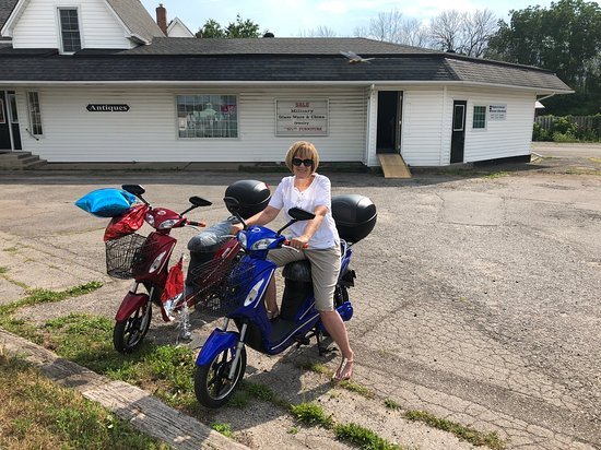 Ontario, Canadá: Two of the Model Scooters we feature, we also feature eBikes