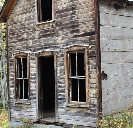 Red Mountain Pass: Unincorporated town of Ulta still has many structures still standing and make for a great walk