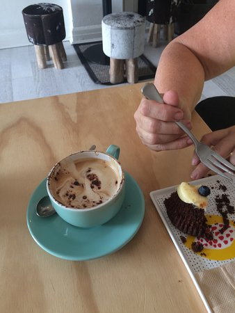 Nimrod's: Good coffee and wicked cakes