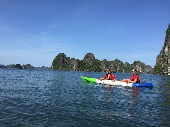 Vega Travel: Kayak in Halong Bay!