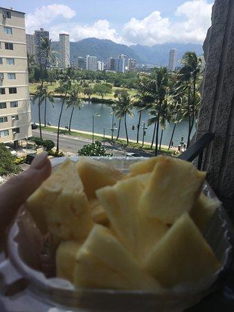 Waikiki Sand Villa Hotel: Breakfast with a View