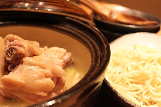 Torito Kawaramachi Sanjo: chunks of chicken on the bone (boiled the chicken with soup and next the soup noodle)