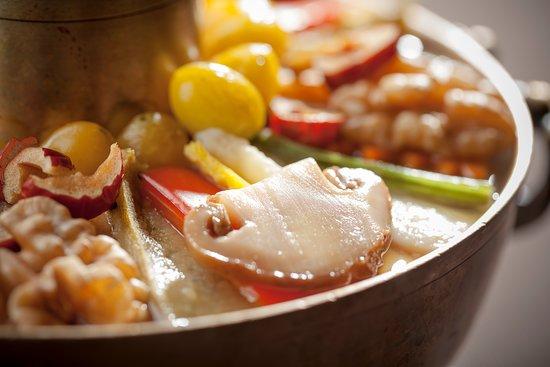 SUDAM Korean Traditional Food Restaurant: 자연송이 궁중신선로 / Royal hot pot with wild pine mushrooms / マツタケ宮廷鍋(だし汁-肩ばら肉 / 自然松茸宫廷神仙炉