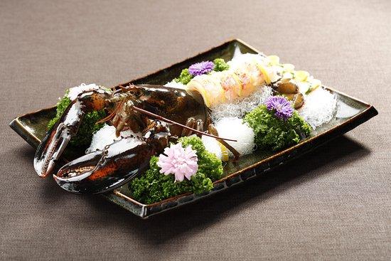 SUDAM Korean Traditional Food Restaurant: 랍스터 회(찜) / slices of raw/steamed lobster / ロブスターの刺身/蒸し / 生/蒸龙虾 / Korea Traditional Food