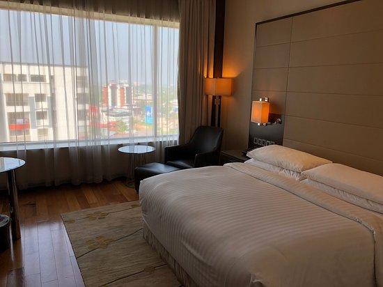 Kochi Marriott Hotel: Decently sized room