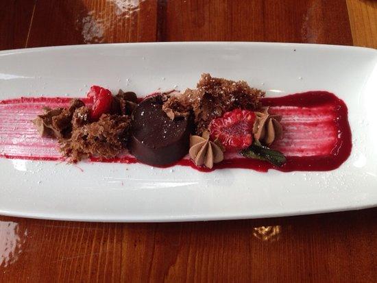 Tlell, Canada: Dessert.... yummy chocolate raspberry dessert.