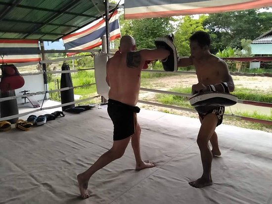 Pai, Tailandia: Martial arts Using all parts of the body.