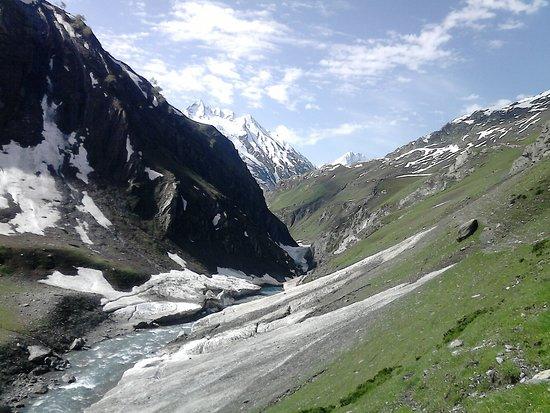 Wildfun Adventure Treks & Tours: Valley of natural hot spring,