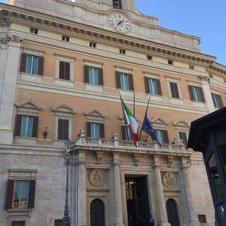 Palazzo di montecitorio sede della camera dei deputati for Camera deputati telefono