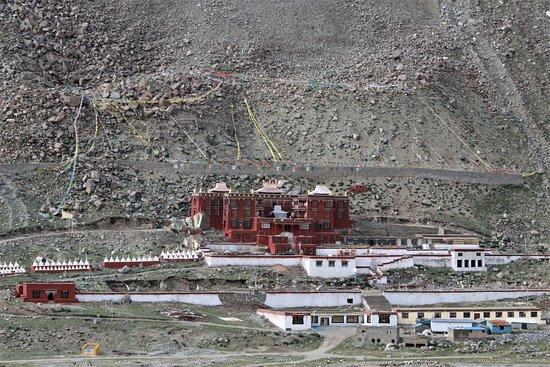 Himalayan Trail Finder Adventure Center: Derapuk Monastry