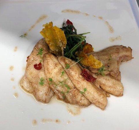 La Terrazza: filetti di pesce persico reale al burro e salvia con pistilli di zafferano del Baldo