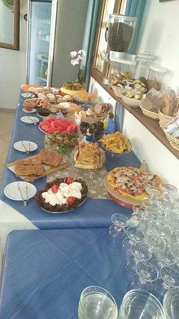 Agriturismo Masseria Terra di Otranto: Colazione a buffet dolce e salato.