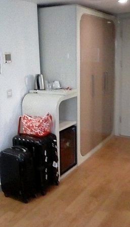 Puding Marina Residence: Wardrobes
