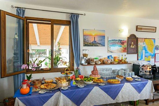 Agriturismo Masseria Terra di Otranto: Colazione a buffet dolce e salato con prodotti tipici locali biologici