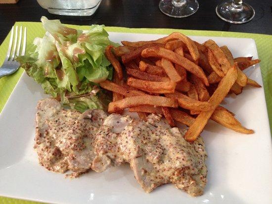 Le Buisson-de-Cadouin, Frankrike: Filet Mignon de Porc avec Mutarde Sauce et Salade