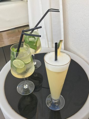 BQ Aguamarina Boutique Hotel: cocktails at the pool